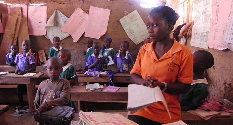 uganda-sharing-volunteer-give-back-teach-school-project